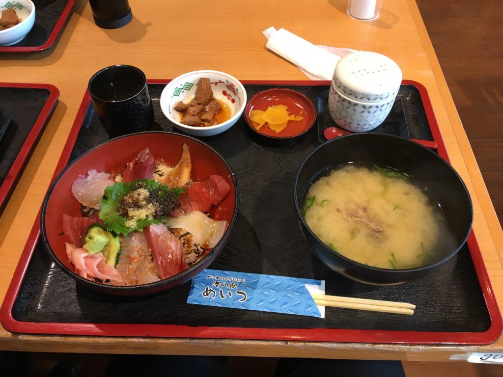 海鮮丼はもちろん!味噌汁も絶品でした!