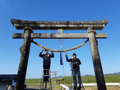 神社のしめ縄を新しく作りました